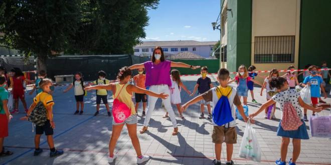 El cole granadino con clases en el patio y ayuda de los papás pediatras para diseñar la seguridad