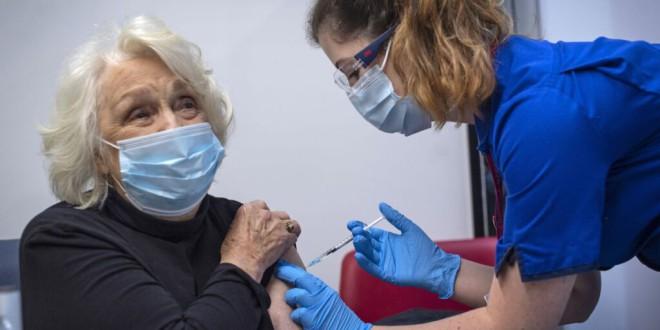 Qué sabemos sobre la nueva cepa del coronavirus: ¿las vacunas serán igual de eficaces contra ella?