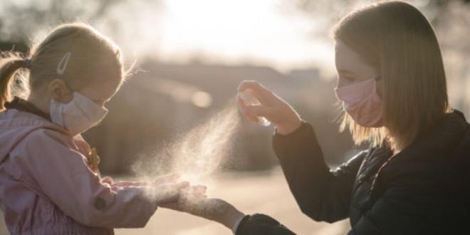 Los expertos alertan del aumento de lesiones oculares en niños por los geles hidroalcohólicos