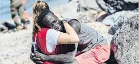 El emotivo testimonio de la voluntaria a la que abrazó uno de los migrantes: «Estaba desesperado»