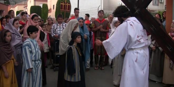 Vía Crucis viviente de gente de Atarfe reprersentado en Granada y en Atarfe