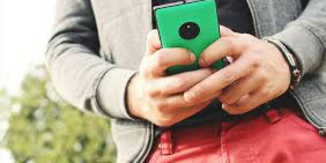 Los institutos que prohíben los móviles mejoran un 6% sus notas