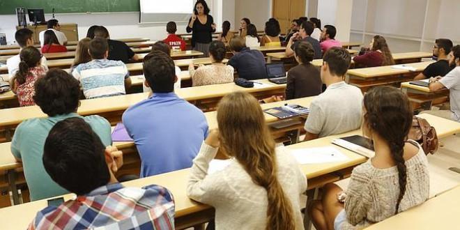 La Junta propondrá ocho mensualidades en las matrículas universitarias
