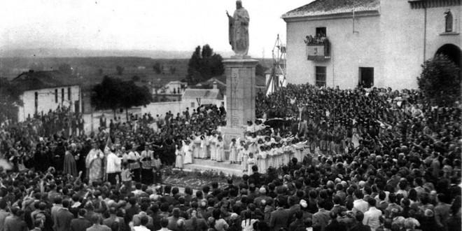Inauguración del monumento e imagen erigidos por suscripción popular al Sagrado Corazón de Jesús por José Enrique Granados