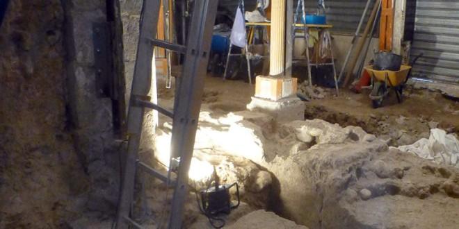 Piden la conservación de los restos de una puerta de la Granada medieval hallada en unas excavaciones