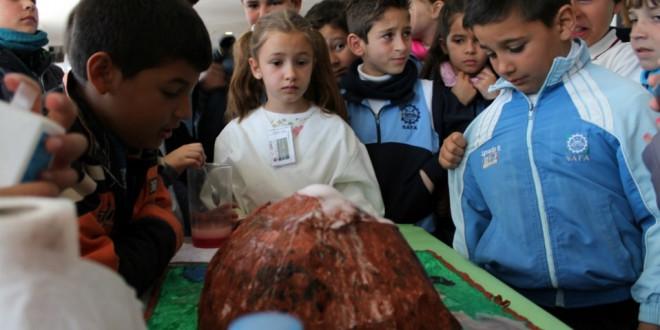 Atarfe alberga la VIII Feria de la Ciencia dirigida a todos sus escolares