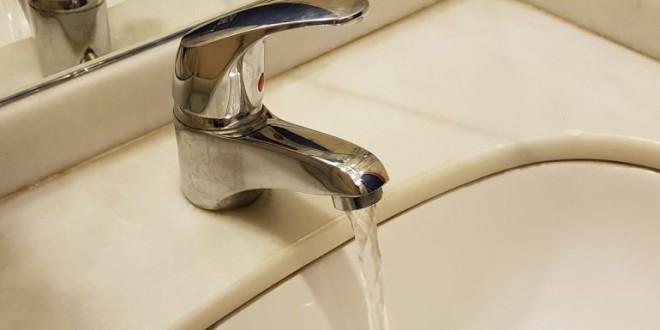 Las embotelladoras no quieren que se difunda que el agua del grifo en Granada es inmejorable