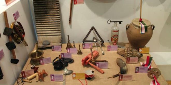 Atarfe acoge una exposición de instrumentos para conocer la música en el mundo