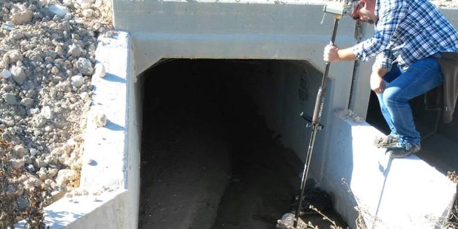 La pendiente de las nuevas acequias impide el normal riego y desagüe de las fincas afectadas por la GR43
