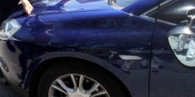 Policía y Guardia Civil avisan: da siempre este pequeño golpe al capó de tu coche