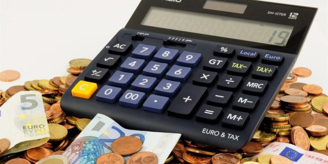 Cinco factores por los que ellas tienen más difícil ser ricas