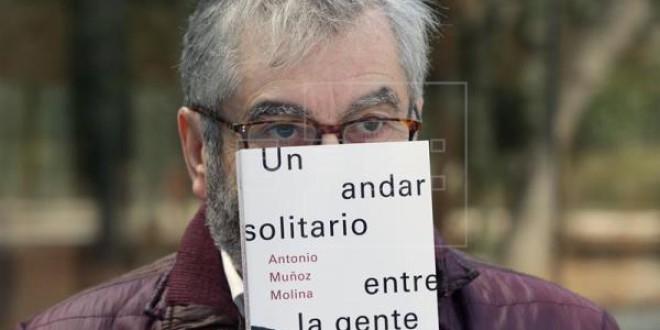 «UN ANDAR SOLITARIO ENTRE LA GENTE» por Alberto Granados