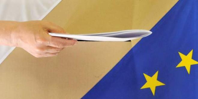 Los españoles, a favor de las medidas de la UE: respaldan la supresión del roaming y el reciclaje de plásticos