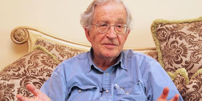 Chomsky: «La caravana huye de la miseria y de los horrores de los que EE.UU. es responsable»