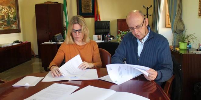 El Ayuntamiento y la UPTA firman un convenio para orientar a los autónomos de Atarfe