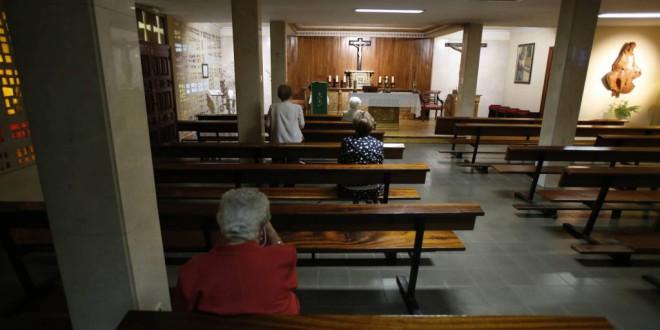 La religión pierde influencia al desplomarse los ritos y la fe