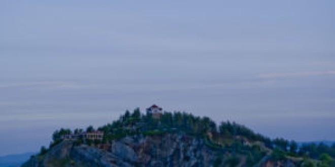 Atarfe se sumó a la Hora del Planeta con el apagón en la ermita de los Tres Juanes