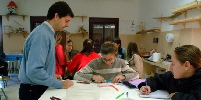 El fin de curso y los regalos a los profesores: ¿Práctica obsoleta o simple agradecimiento?