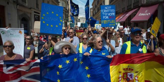 España quitará derechos a los residentes británicos si no obtiene igualdad de trato