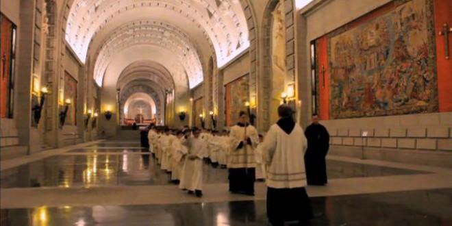 Los privilegios de los monjes del Valle: 340.000 euros por rezar, gastos pagados y al amparo de una fundación opaca y franquista