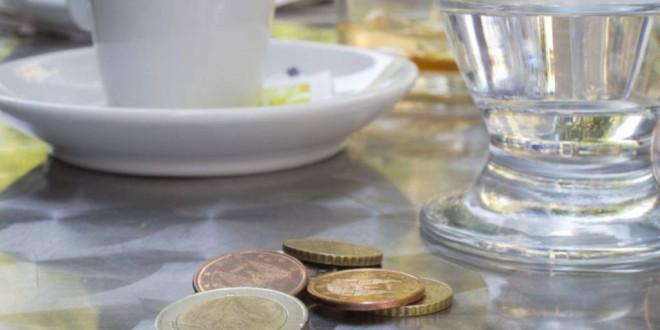 Propinas y dinero negro: el bien y el mal al mismo tiempo, ¿habría que prohibirlas?