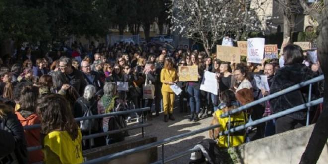 Concentración en la UGR de apoyo al estudiante del Máster Erasmus Mundus GEMMA detenido en Egipto
