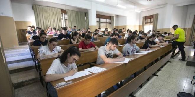 El Gobierno elimina el requisito académico para recibir becas y aumenta la cuantía de las ayudas