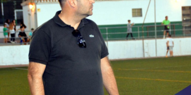 """Atarfe Industrial Manolo Rojas: """"Entiendo que la liga tiene que terminar sí o sí"""""""
