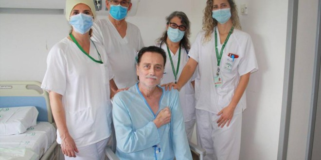 El primer granadino ingresado por el coronavirus deja el hospital tras 70 días de lucha