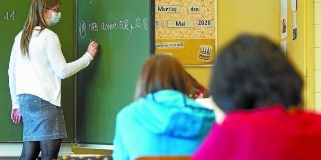 Andalucía aclara la verdad sobre el justificante que exime a los niños de ir a clase que circula en WhatsApp
