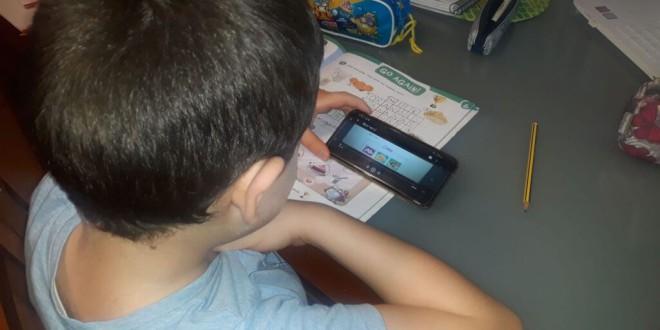 EL CEIP JIMENEZ RUEDA EN EL PERIODICO EL PAIS: «Toda una escuela en un móvil»