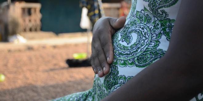 Más embarazos, matrimonios y violaciones: niñas africanas que sufren la pandemia por partida doble