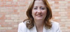 Subdelegación reconoce la labor y compromiso de la profesora de la UGR, Remedios Sánchez