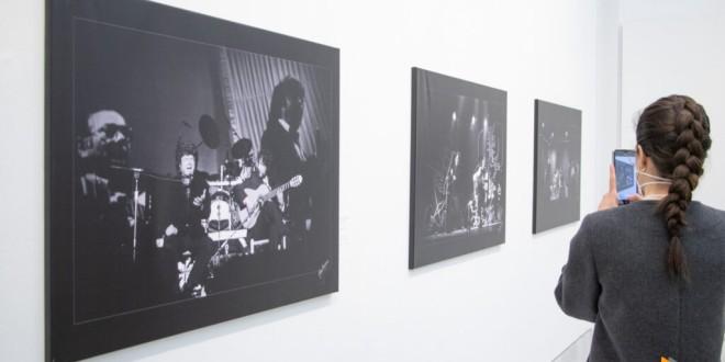 El centro cultural Gran Capitán acoge la muestra 'Morente, por Paco Manzano' con más de 80 imágenes del artista