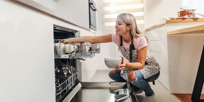 Cosas que no debes meter en el lavavajillas