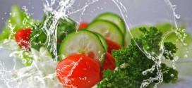 La OCU desaconseja lavar estos cinco alimentos antes de cocinarlos o consumirlos
