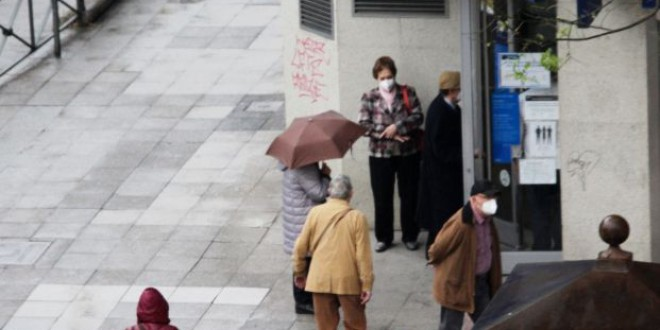Los mayores, en pie de guerra contra la banca y su nuevo modelo de relación con el cliente