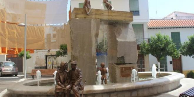 ATARFE: José Antonio Sánchez y Antonio Ravé, trabajadores de la Fundición de Arte Atarfe restauran la fuente de Lanjarón
