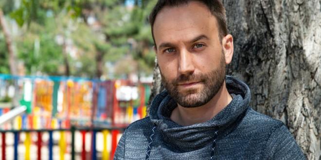 Ares González: «En la crianza, como en todo, los adultos tenemos la obligación de ponernos límites a nosotros mismos»