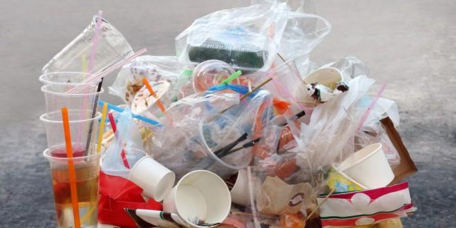 Estas son las cuatro cosas que debes hacer para proteger el medioambiente de la invasión de plásticos